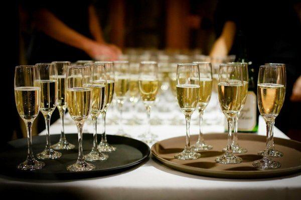 Какие коллекционные вина подают на мероприятиях высшего уровня к столу